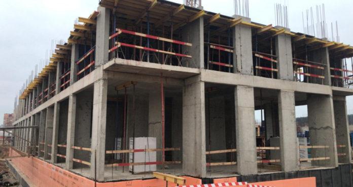 В 1-м корпусе началось бетонирование пилонов 2-го этажа