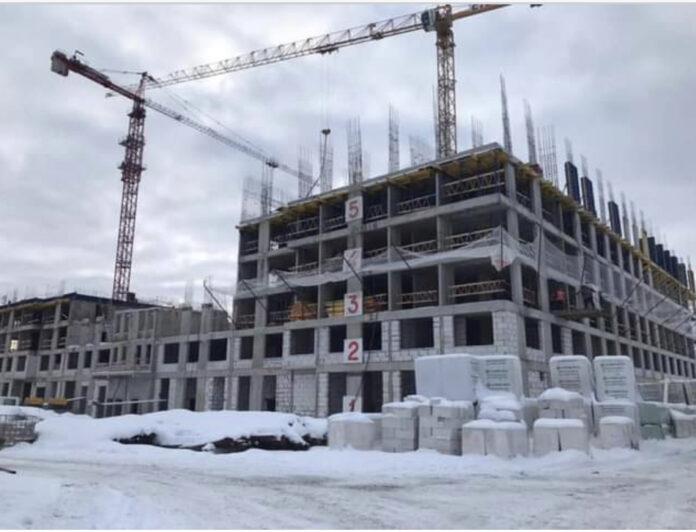 Строители вышли на уровень 6-го этажа
